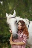 Härlig flicka nära hästen Royaltyfria Foton