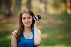 Härlig flicka och hörlurar Arkivfoto