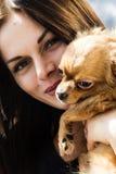 Härlig flicka och hennes husdjur Royaltyfri Foto