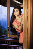 Härlig flicka på balkongen Arkivbilder