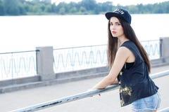 Härlig flicka på gatan Fotografering för Bildbyråer