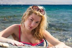 Härlig flicka på havet Fotografering för Bildbyråer