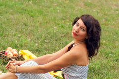Härlig flicka på naturen Fotografering för Bildbyråer