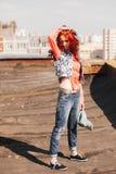 Härlig flicka på taket Arkivfoto