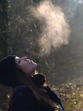 Härlig flicka som andas varm luft Arkivbild