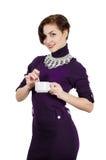 Härlig flicka som rymmer en kopp kaffe (te) Arkivbilder