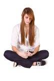 härlig flicka som texting Royaltyfri Fotografi