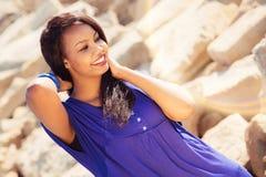 Härlig flicka som tycker om naturen Fotografering för Bildbyråer
