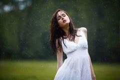 Härlig flicka under regn royaltyfria bilder