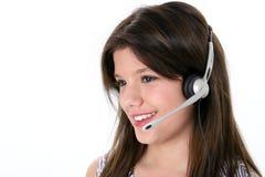 härlig flickahörlurar med mikrofon över teen white Royaltyfria Bilder