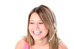 härlig flickahörlurar med mikrofon över teen white Fotografering för Bildbyråer