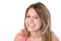 härlig flickahörlurar med mikrofon över teen white Arkivbild