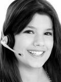 härlig flickahörlurar med mikrofon över teen white Arkivfoton