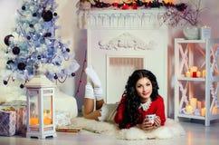 härlig flickahatt santa Royaltyfri Foto