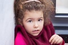 Härlig flickalitet barnunge med bruna ögon Royaltyfri Fotografi