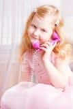 härlig flickatelefon Arkivbilder