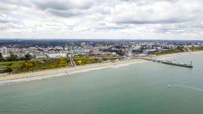 Härlig flyg- sikt av den Bournemouth strandsjösidan Fotografering för Bildbyråer