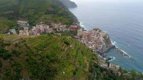 Härlig flyg- sikt av den Cinque Terre kusten i Italien lager videofilmer