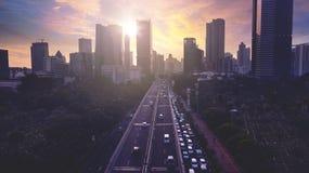 Härlig flyg- sikt av Jakarta cityscape på solnedgången Royaltyfri Bild