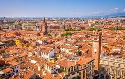 Härlig flyg- sikt av Verona, Italien Arkivfoto