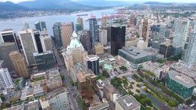 Härlig flyg- sikt för surr 4k på Vancouver modern arkitekturskyskrapa vid för cityscapehorisont för flod i stadens centrum seasca lager videofilmer