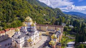 Härlig flyg- sikt på den nya Athos kloster Royaltyfria Bilder