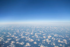 Härlig flyg- sikt på moln från en nivå Royaltyfri Bild