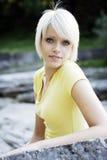 Härlig fräck ung blond kvinna royaltyfria bilder