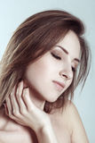 Härlig framsida av den unga vuxna kvinnan med ren ny hud arkivbild