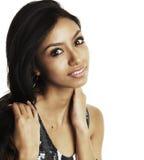 Härlig framsida för ung kvinna som isoleras mot vit fotografering för bildbyråer