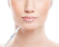 Härlig framsida och injektionssprutan (plastikkirurgi) royaltyfria foton