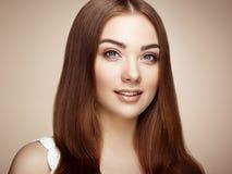 härlig framsidakvinna Perfekt makeup Royaltyfri Fotografi