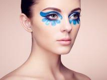 härlig framsidakvinna Perfekt makeup Arkivbild