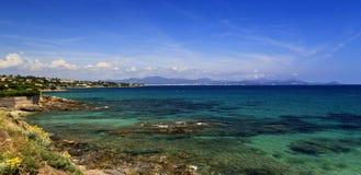 Härlig franska Riviera för azur kustlinje Arkivfoto