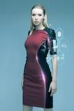 Härlig futuristisk kvinna med faktisk projektion Fotografering för Bildbyråer