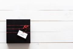 Härlig gåva för för svart, röda och vita jul Arkivfoton