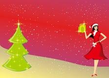 Härlig gåva med en julgranbakgrund Royaltyfria Foton