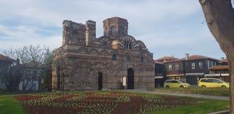 Härlig gammal kristen Kristuspantocratorkyrka i gammal stad för Nesebar semesterort arkivbilder