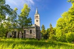 Härlig gammal kyrka i parkera Royaltyfria Bilder
