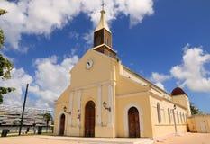 Härlig gammal kyrka i Port Louis som är stort-Terre, Guadeloupe (Frankrike) Royaltyfria Foton