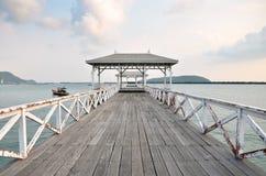 Härlig gammal paviljong på den Sichang ön, chonburilandskap som är thailändskt Arkivbild