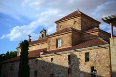 Härlig gammal stad av den Salamanca, Spanien, domkyrka- och Plazaborgmästaren och det Universidad universitetet, spansk arkitektu arkivbilder