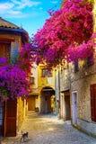 Härlig gammal stad för konst av Provence Arkivbilder