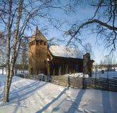 Härlig gammal svensk träkyrka Arkivbild