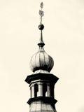 Härlig gammal tornslottmur med tinnar, nostalgiker royaltyfria bilder