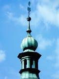 Härlig gammal tornslottmur med tinnar som är färgrik Royaltyfri Foto