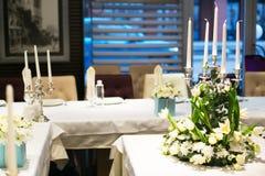 Härlig garnering av brölloptabellen Royaltyfri Foto