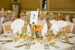 Härlig garnering av brölloptabellen Royaltyfri Fotografi