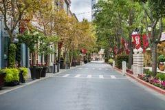 Härlig gata i den shoppingområdesSantana raden, San Jose, Kalifornien Royaltyfri Foto