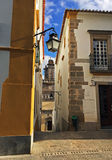Härlig gata i Evora, Portugal Royaltyfria Foton